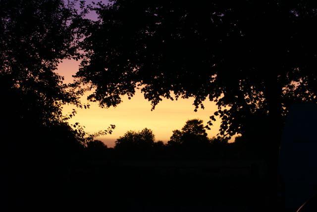 lever de soleil sur une nouvelle journée à Brahmaland