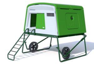 Poulailler grand Eglu Cube, sur roues pour faciliter les déplacements.